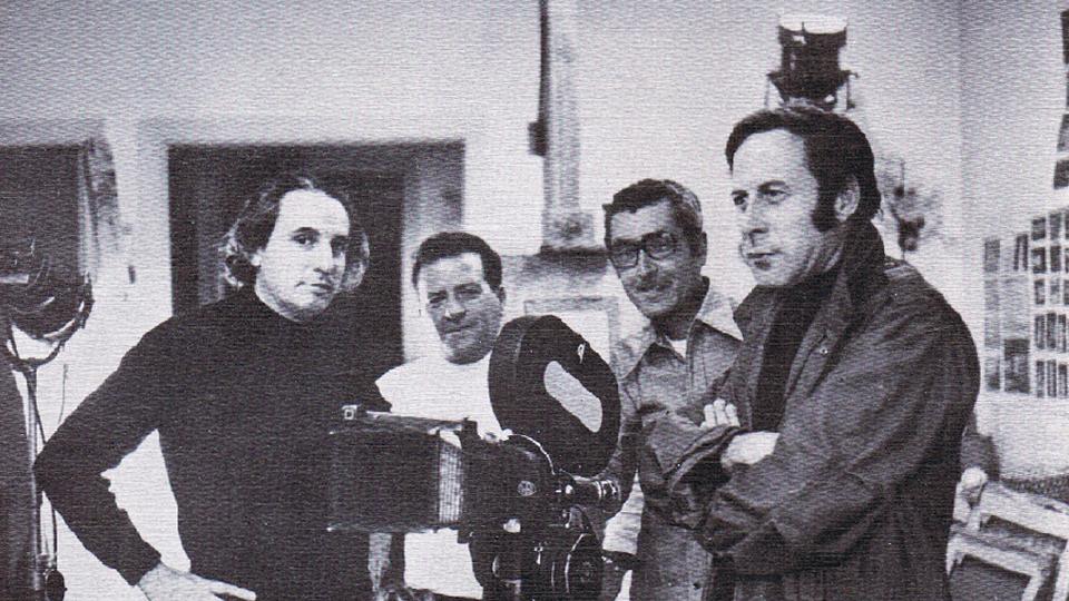 Cristino de Vera en su estudio, junto al director de cine Tharrats y sus colaboradores